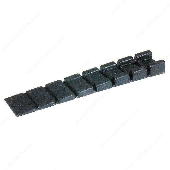 niveleur pour meuble noir quincaillerie richelieu. Black Bedroom Furniture Sets. Home Design Ideas