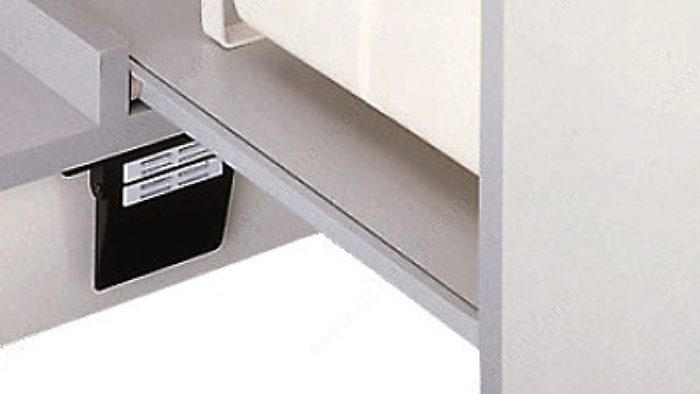 Automatic door opener richelieu hardware for Automatic kitchen cabinets