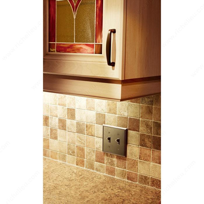 plaque d 39 interrupteur 2 prises bascule style contemporain quincaillerie richelieu. Black Bedroom Furniture Sets. Home Design Ideas