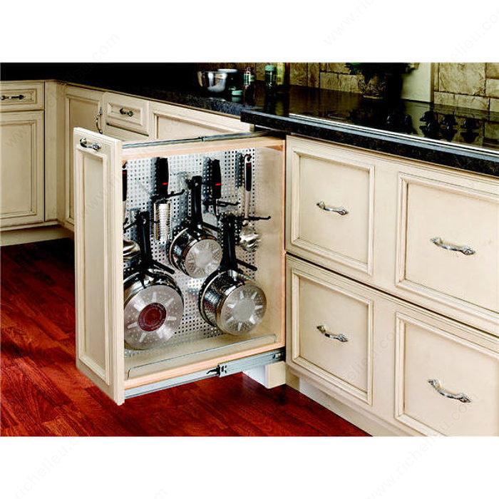 pull out base filler with stainless steel panel richelieu hardware. Black Bedroom Furniture Sets. Home Design Ideas