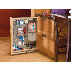 fileur coulissant panneau en acier inoxydable pour armoires du bas quincaillerie richelieu. Black Bedroom Furniture Sets. Home Design Ideas
