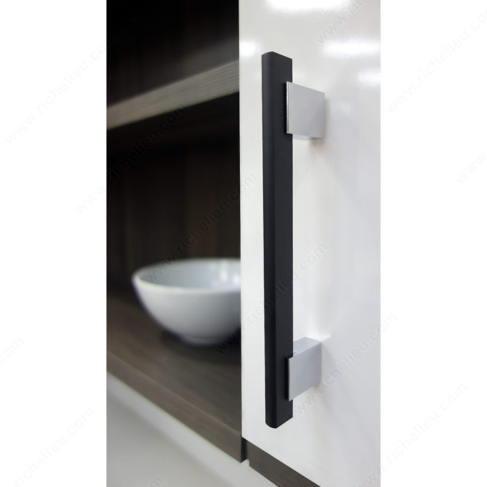Contemporary metal and aluminum pull 905 richelieu hardware - Contemporary cabinet pulls ...