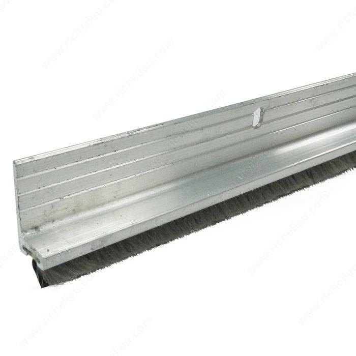 Bas de porte en aluminium avec balai quincaillerie richelieu - Balai bas de porte ...