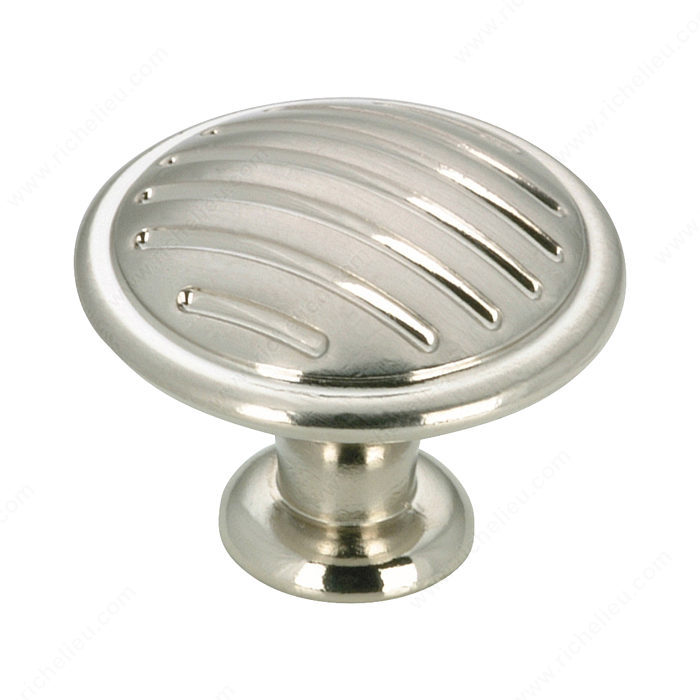 Contemporary metal knob 169 richelieu hardware for Contemporary cabinet pulls and knobs
